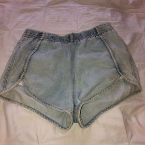 Stretchy bleached jean shorts